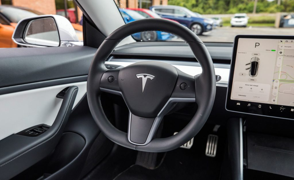 Tesla Model 3 салон