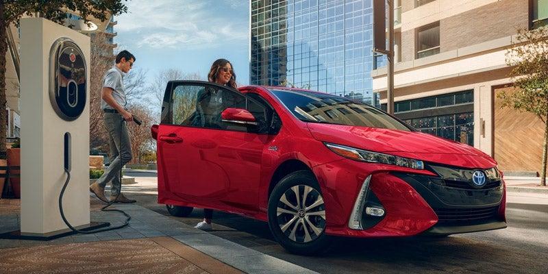 гибрид Toyota Prius 2020 в России характеристики