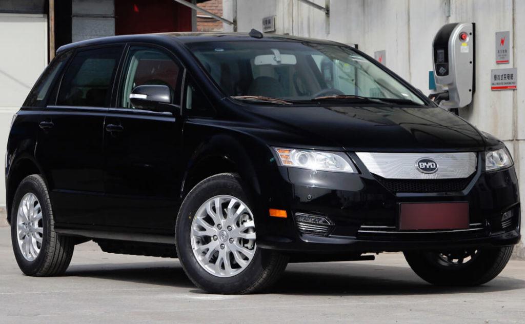 Китайский электромобиль BYD E6