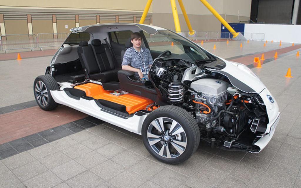 Перепаковка или замена батарей электромобиля