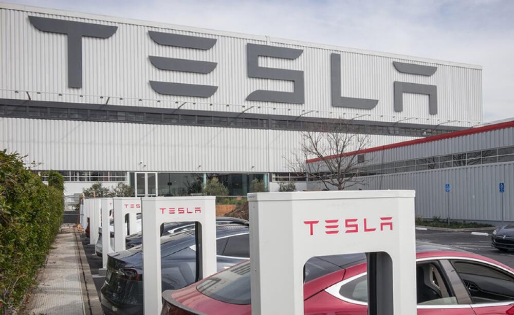 Фабрика Tesla во Фремонте не является «важным бизнесом», именно такое заявление сделал департамент шерифа округа Аламеда. Такой твит был опубликован во вторник, с официального полицейского аккаунта.