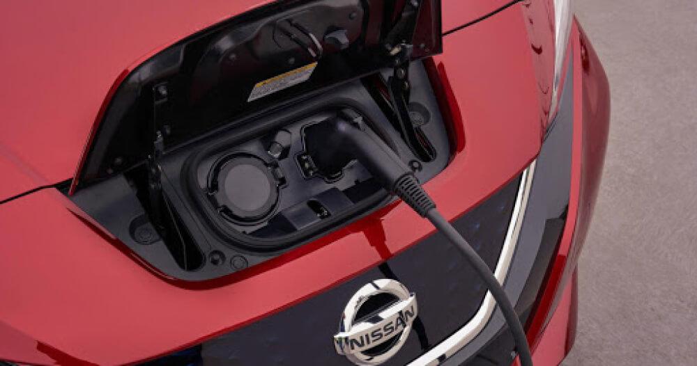 Аккумуляторная батарея один из самых дорогостоящих элементов электромобиля. Несмотря на постоянное снижение стоимости батарей и технологии перепаковки, ценник еще достаточно высок. Для сбережения своих средств стоит придерживаться небольшого количества правил эксплуатации.