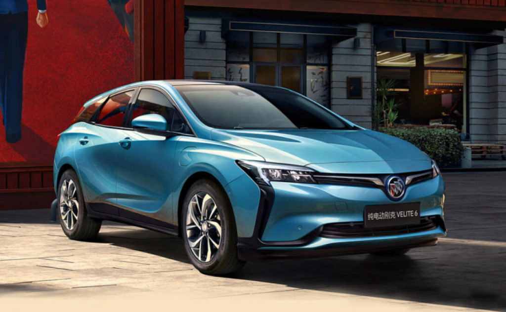 В Шанхае презентовали новый электромобиль Buick Velite 6 MAV. Менее года назад модель представляла собой концепт, запуск которого в серию стоял под вопросом. Электромобиль Buick Velite 6 MAV совместное детище китайского концерна SAIC и General Motors. Специально разработанная платформа в дальнейшем послужит расширению модельного ряда Buick.
