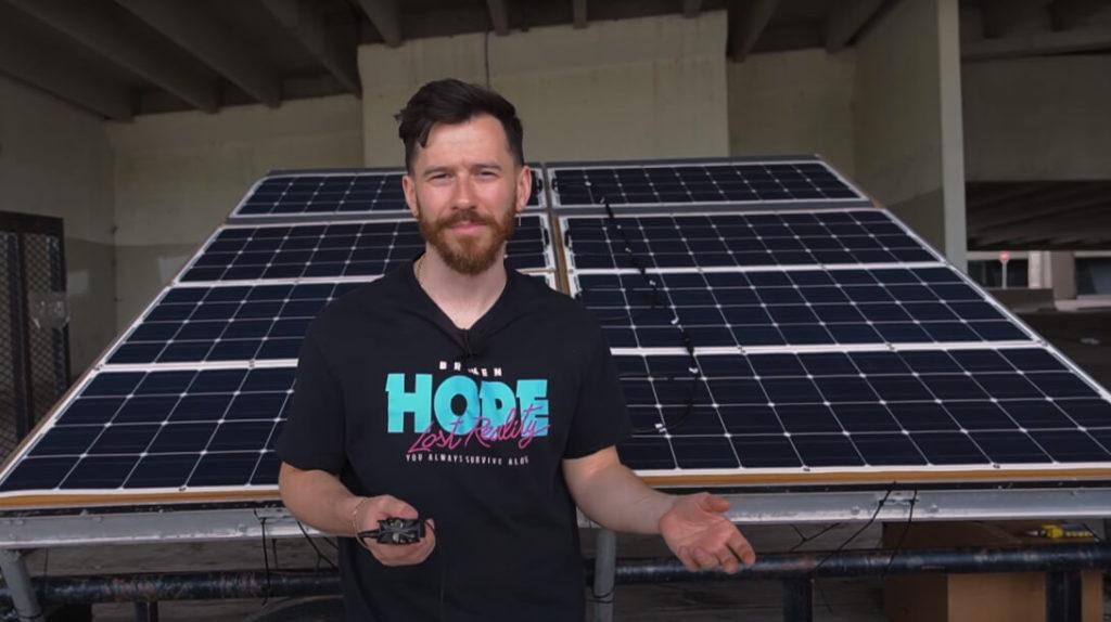 """Известный западный YouTube-блогер """"ItsYeBoi""""  создал автономный зарядный прицеп для своего электромобиля Model 3 от Tesla. Солнечные панели размещенные на трейлере способны зарядить Tesla полностью за 40 часов. Конечно при безоблачных условиях."""