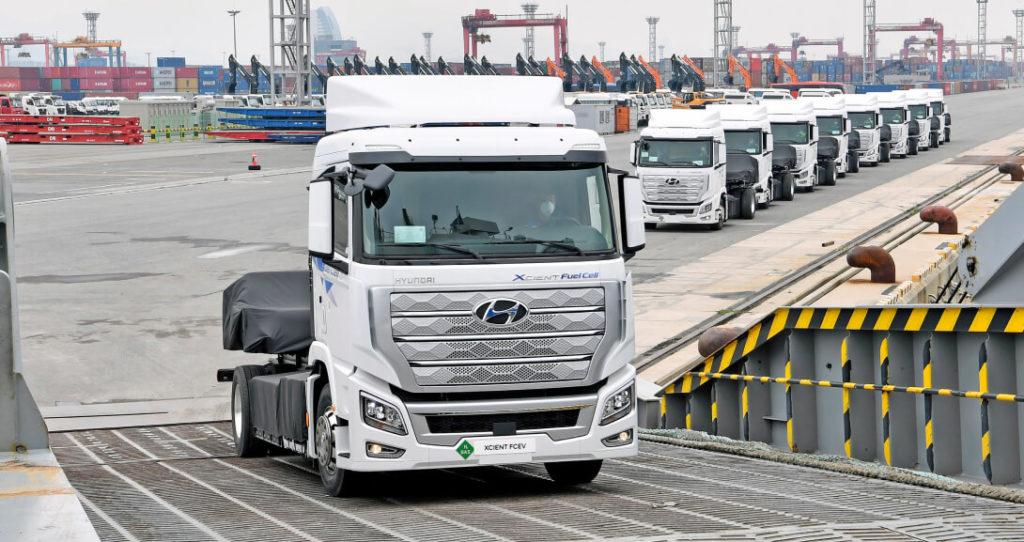 Hyundai отправили в Швейцарию партию гибридных грузовиков Hyundai XCIENT . Согласно пресс-релизу Hyundai Motor, XCIENT Fuel Cell первые в мире серийные большегрузные грузовики с топливными элементами. Несмотря на то, что партия состоит из 10 машин, перспектива на массовый выпуск вполне серьезная.