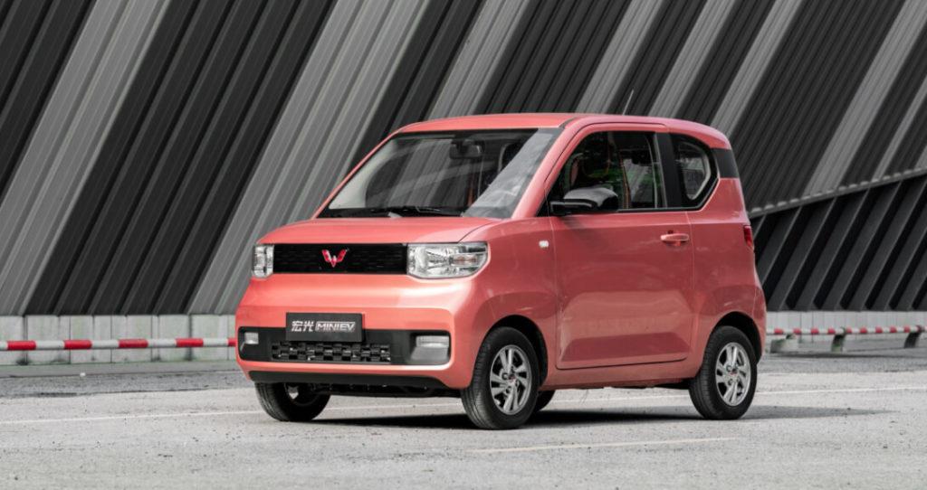 Китайский электромобиль Hong Guang MINI EV за 4100 долларов